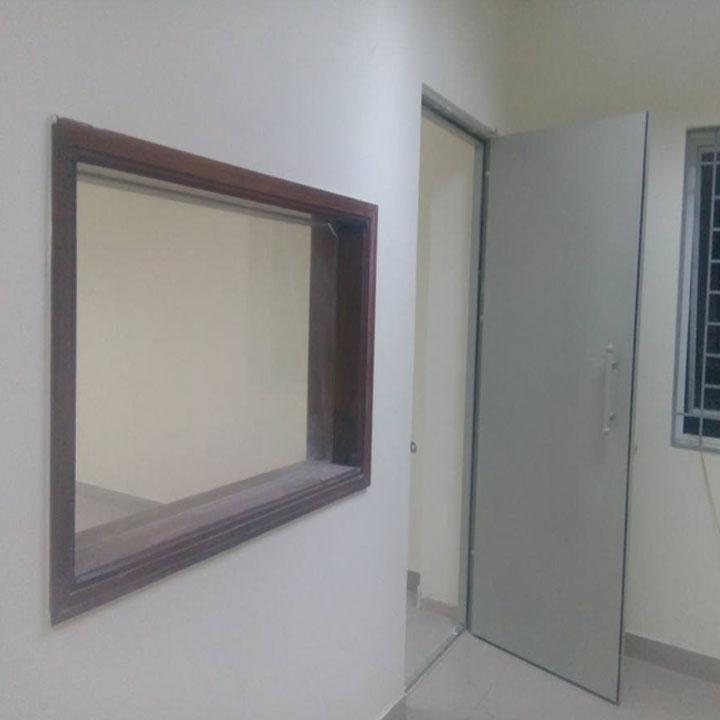 Kính chì X-Quang - Kính chì X-Quang cho phòng chụp X-quang chính hãng đảm bảo tiêu chuẩn chất lượng. Kính chì phòng xquang tự hào là đơn vị uy tín nhiều năm kinh nghiệm